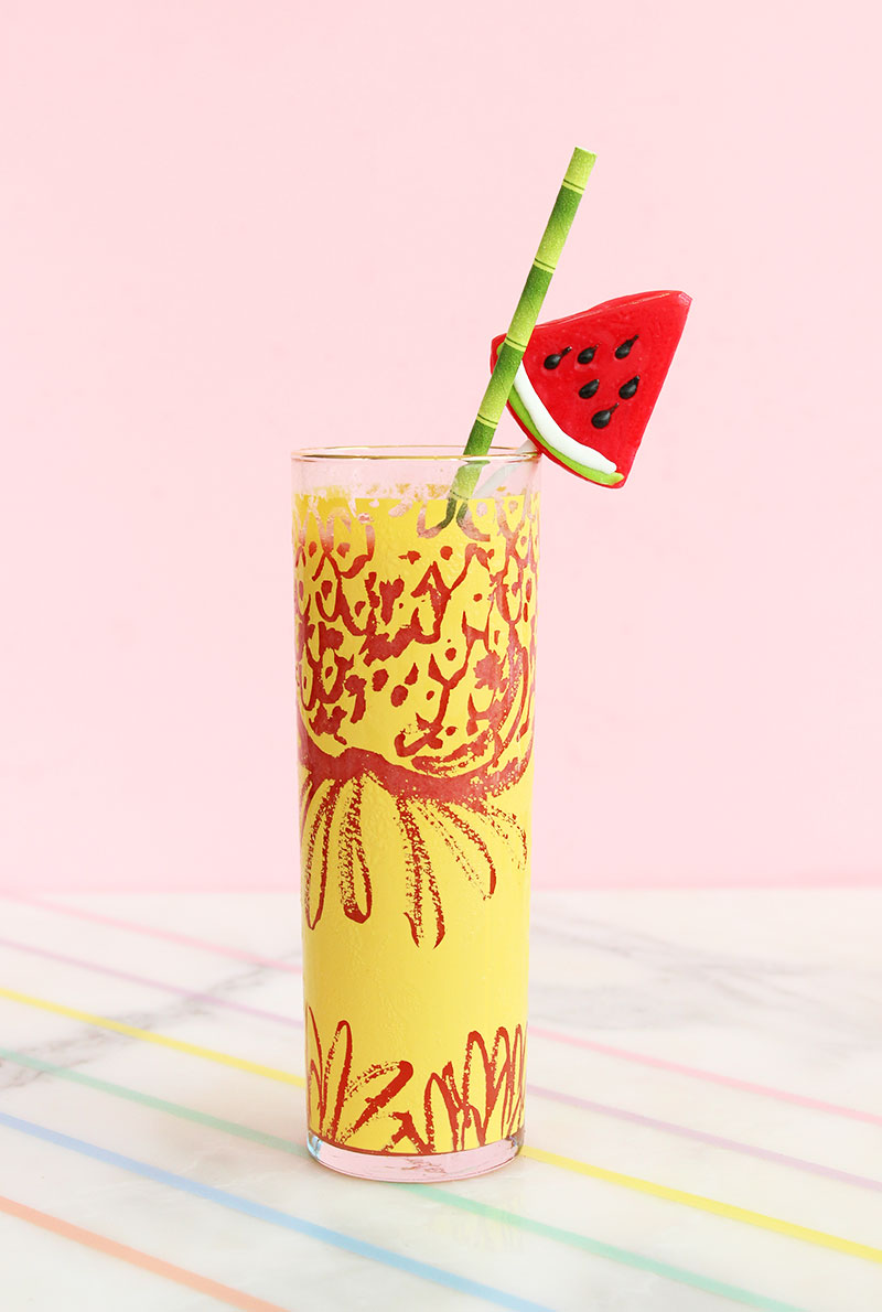 A skinny fruit smoothie that can be made with alcohol.