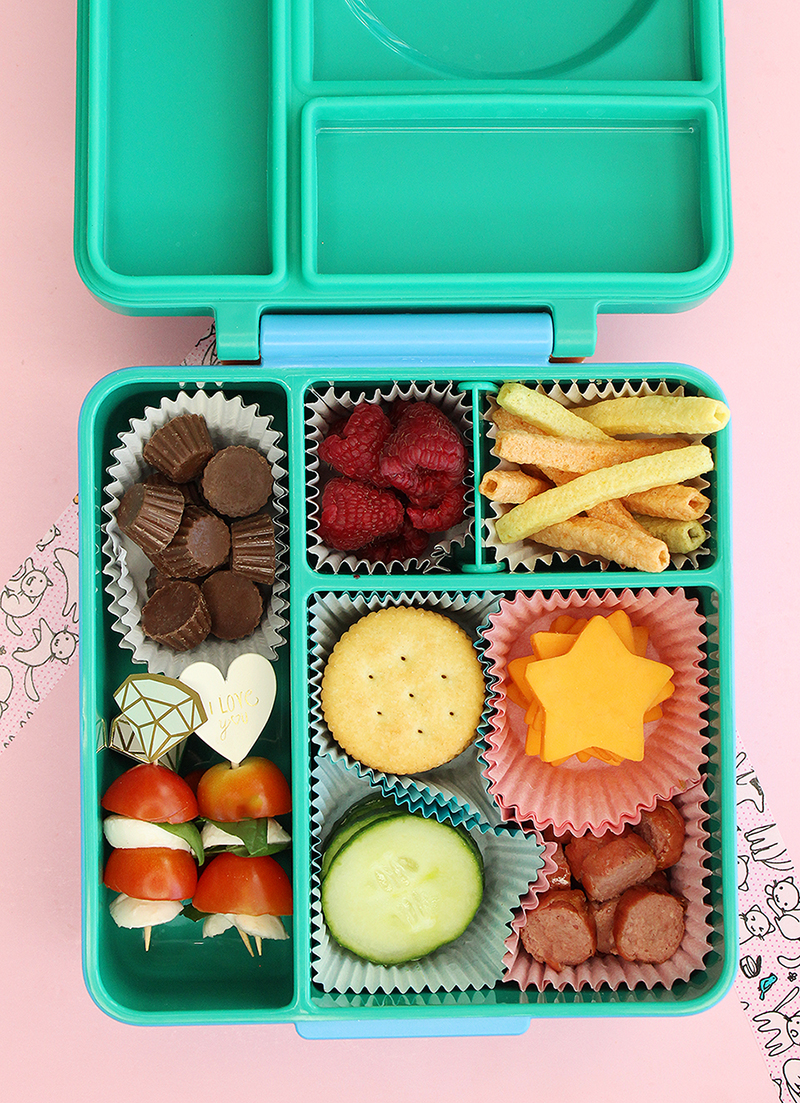 An adorable recipe for back to school diy lunchables.