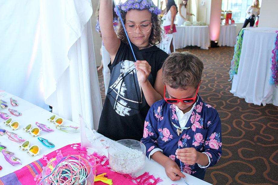 Kids making a bracelet DIY.