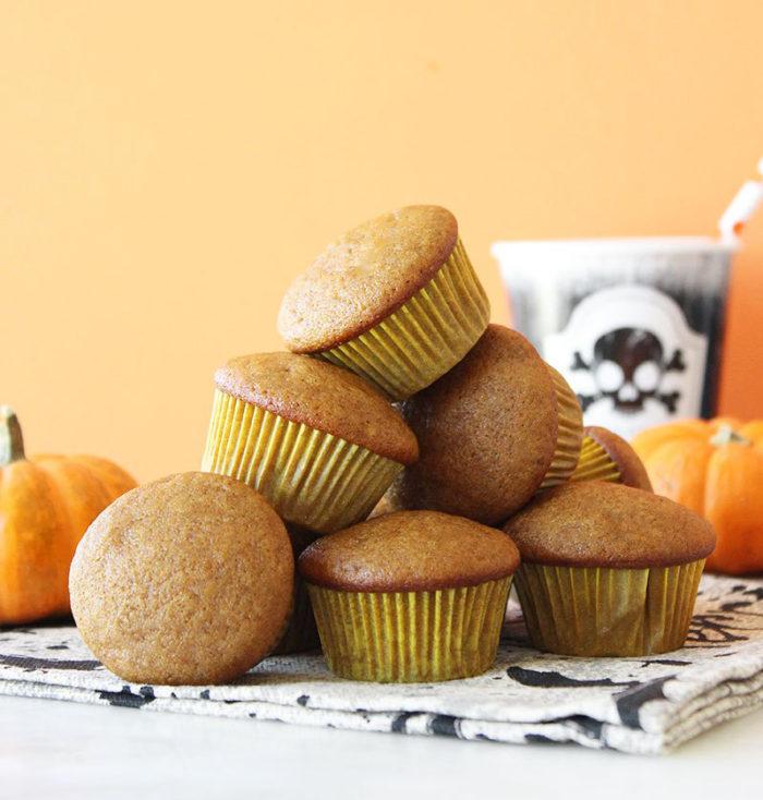 A simple recipe for pumpkin muffins.