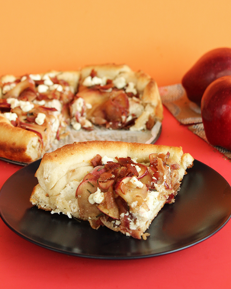 A recipe for caramelized apple bacon goat cheese pizza.
