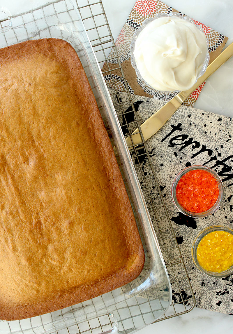 How to make a delicious pumpkin cake for fall.