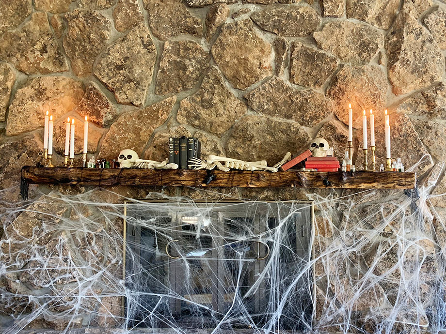 An easy DIY Halloween mantel by Glitter and Bubbles.