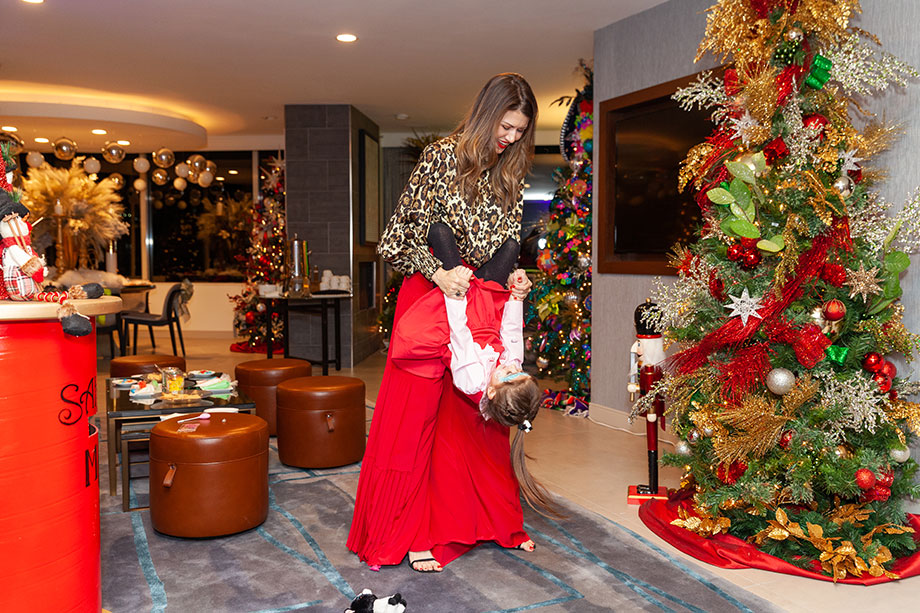 Zelda and Corri of Glitter and Bubbles play at the Swissotel's Santa Suite.