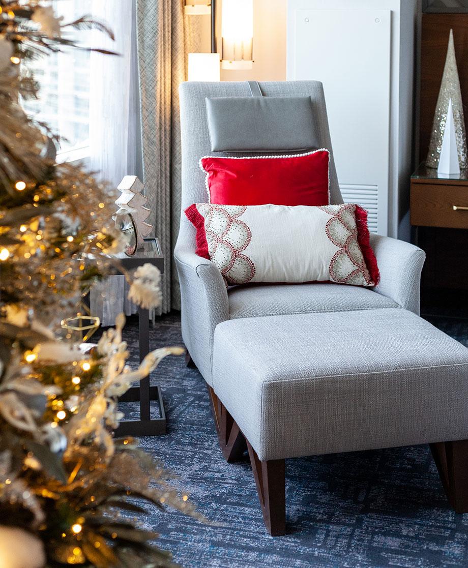 Christmas morning decor at the Swissotel.