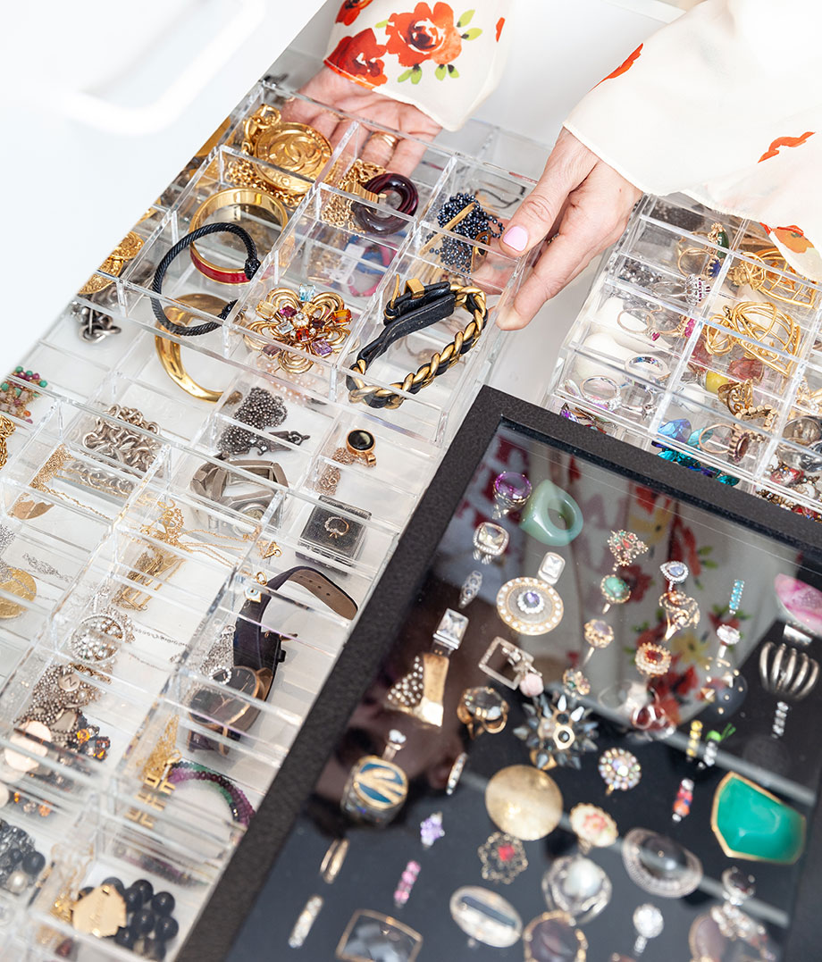 A life hack that shows you how to organize your jewelry.