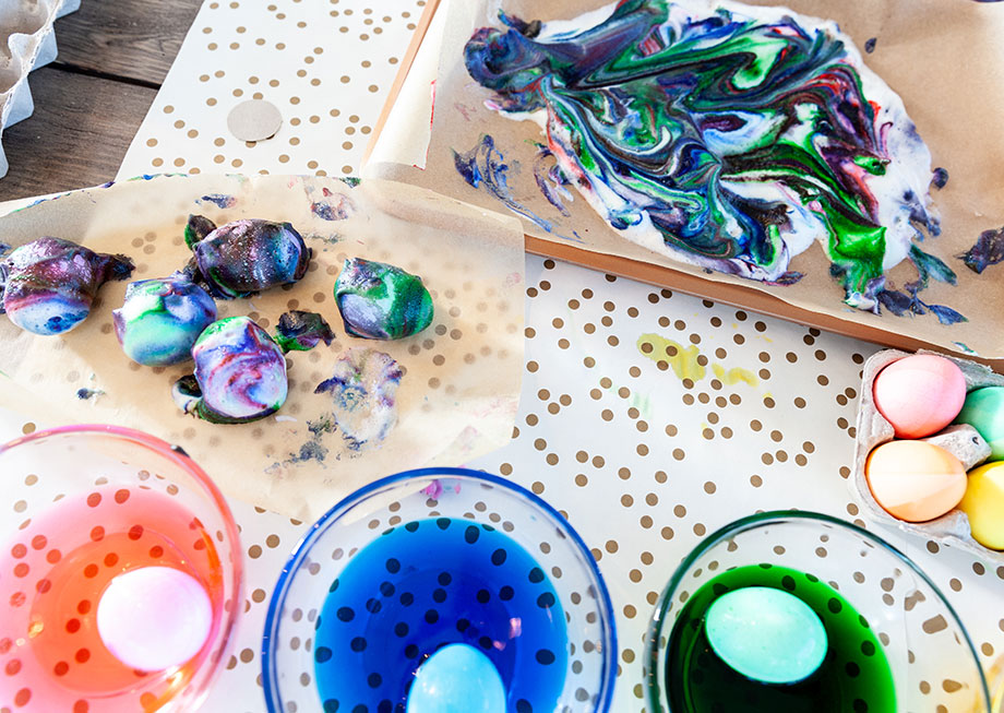 How to create unicorn galaxy Easter eggs with Glitter and Bubbles.