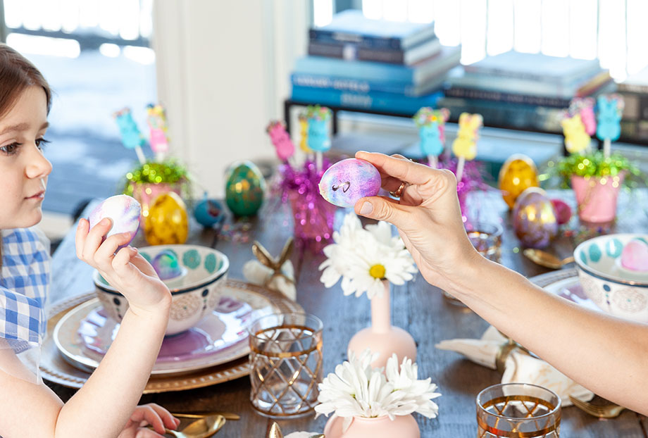 An easy Easter DIY with Glitter and Bubbles.