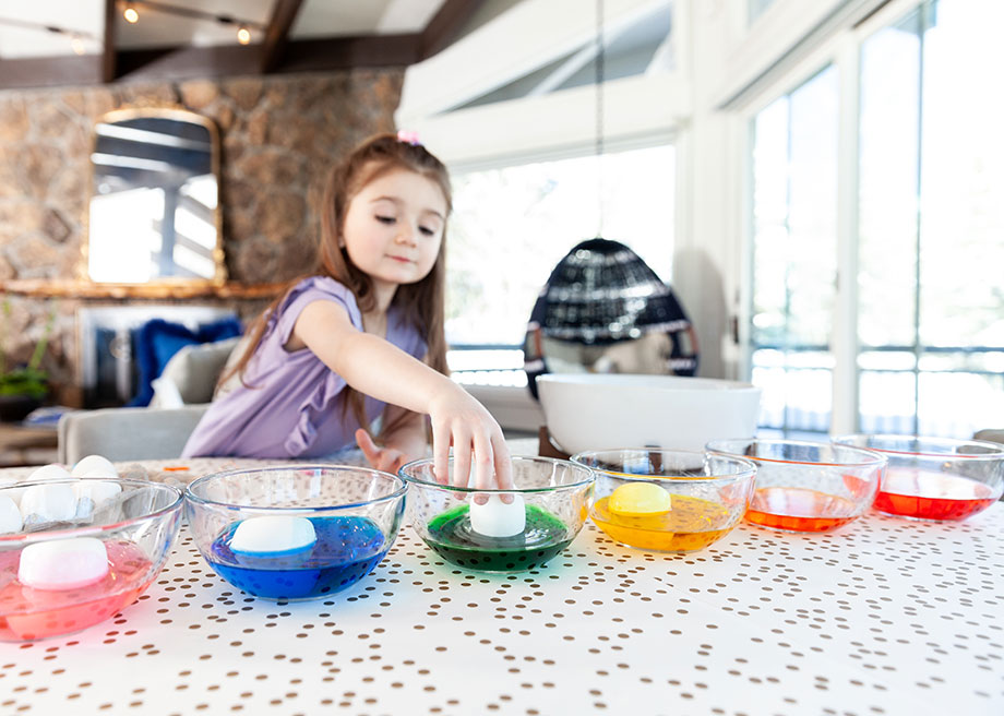 Zelda of Glitter and Bubbles learns how to dye Easter eggs.