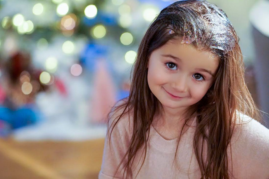 How to play with glitter and not worry about the mess on Glitter and Bubbles.