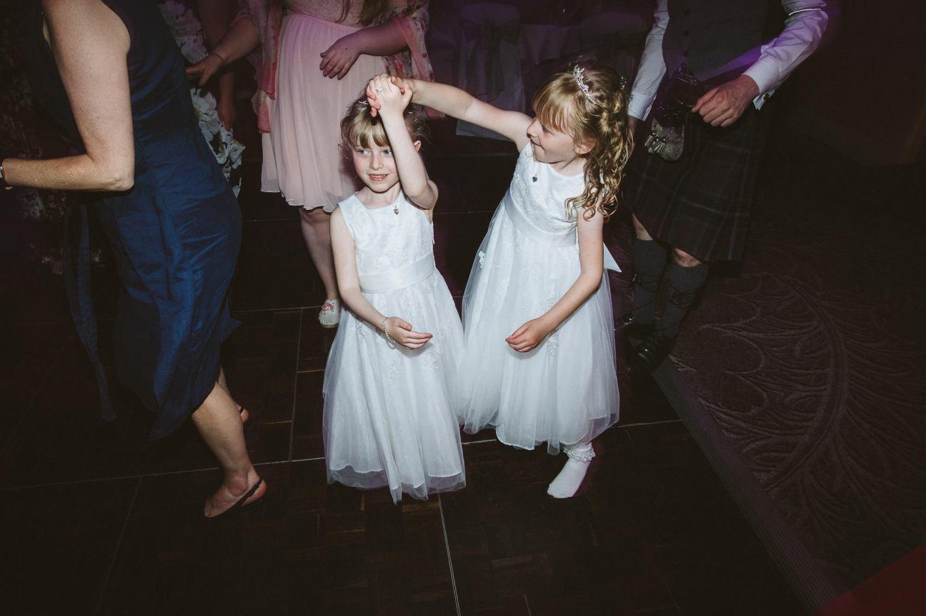 edinburgh-wedding-photography-dalmahoy-colourful-400