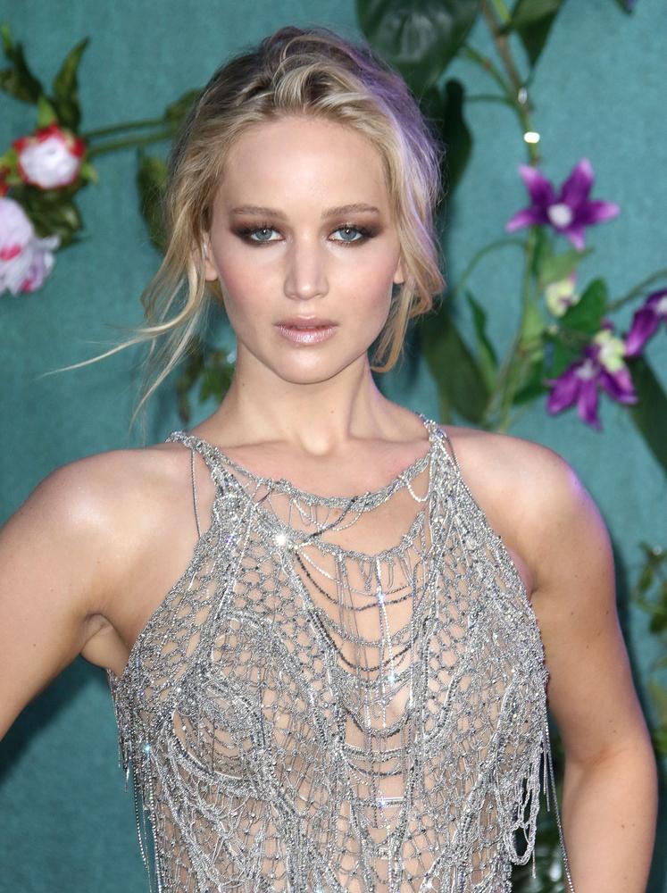 ac35d2a3579 Jennifer Lawrence Responds to Dress Controversy   Glitter Magazine
