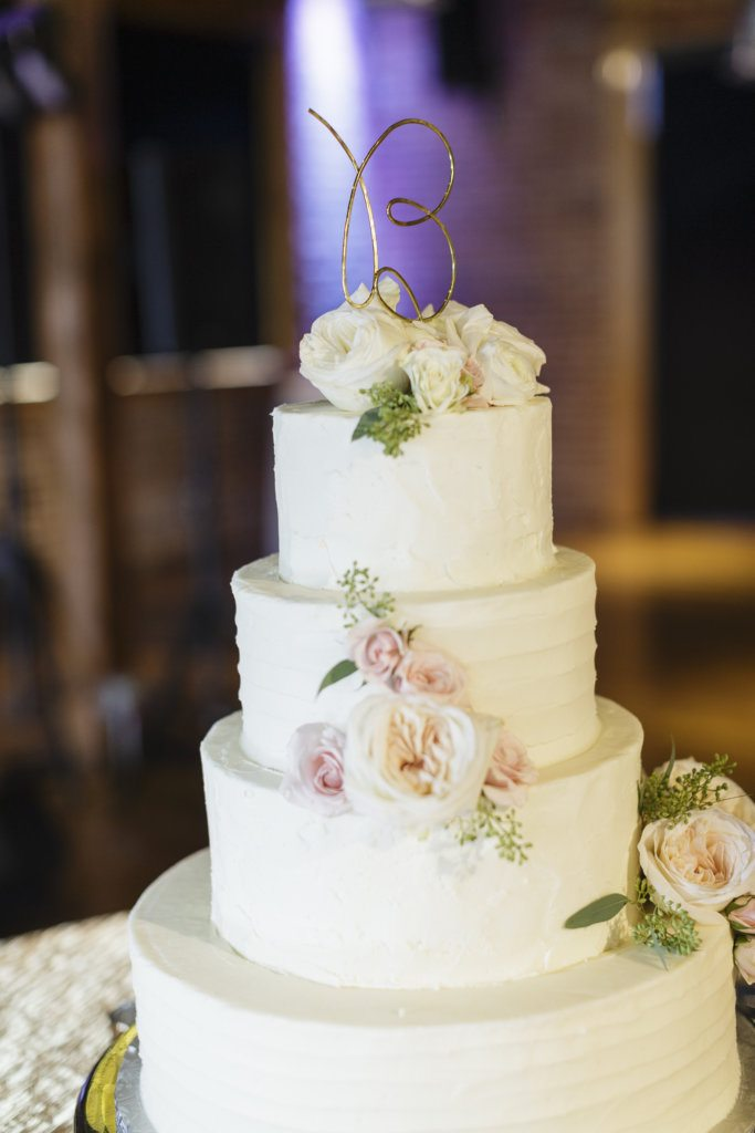 simple white wedding cake roses