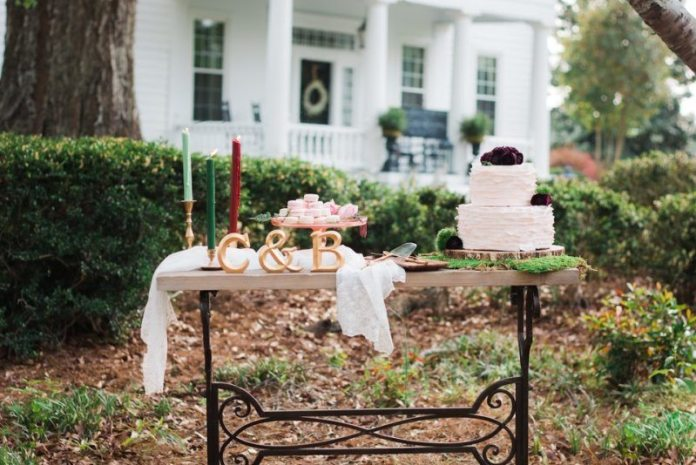cranberry gold tablescape cake