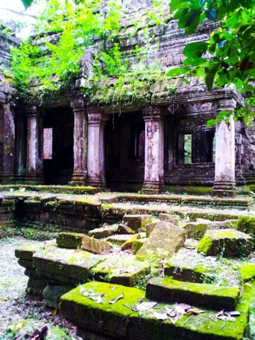 green temples are one of the advantages of rainy season travel in South East Asia