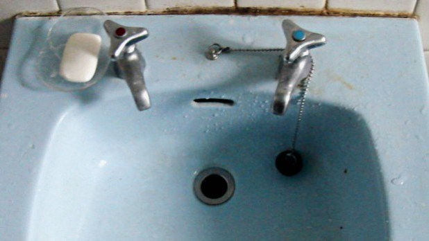 dirty-hostel-sink