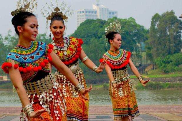 Kuching-dancers