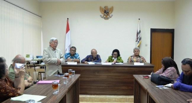 GN/Moh. Zacky Omar Ishananto, salah seorang arbiter BANI Surabaya ketika memberikan penjelasan kepada wartawan soal rencana seminar.