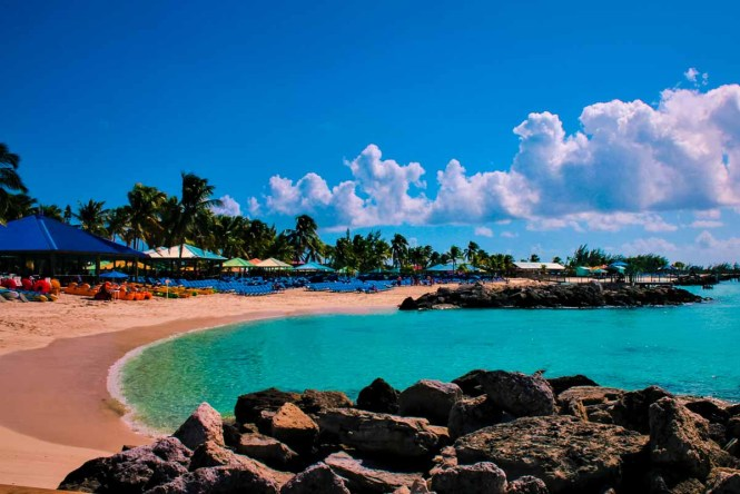 A beach in the Bahamas, one of the best Caribbean islands to visit!