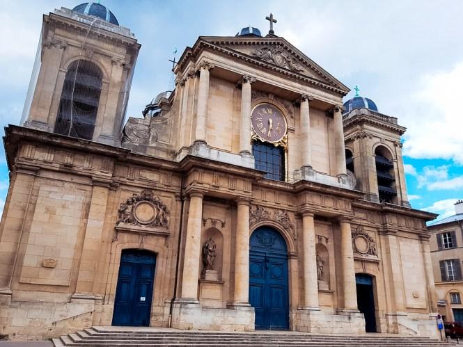Ornate building in Versailles