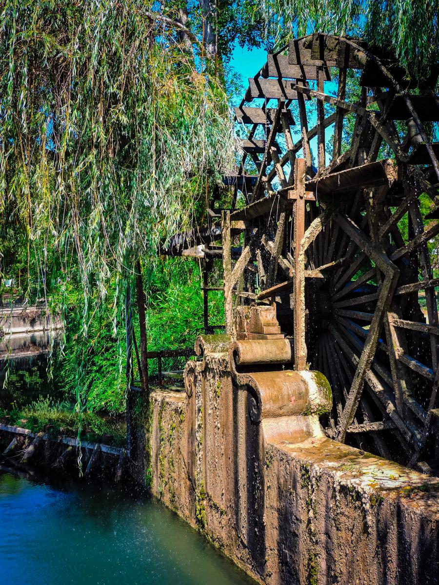 Weeping wheel with a water wheel on Tomar Bridge
