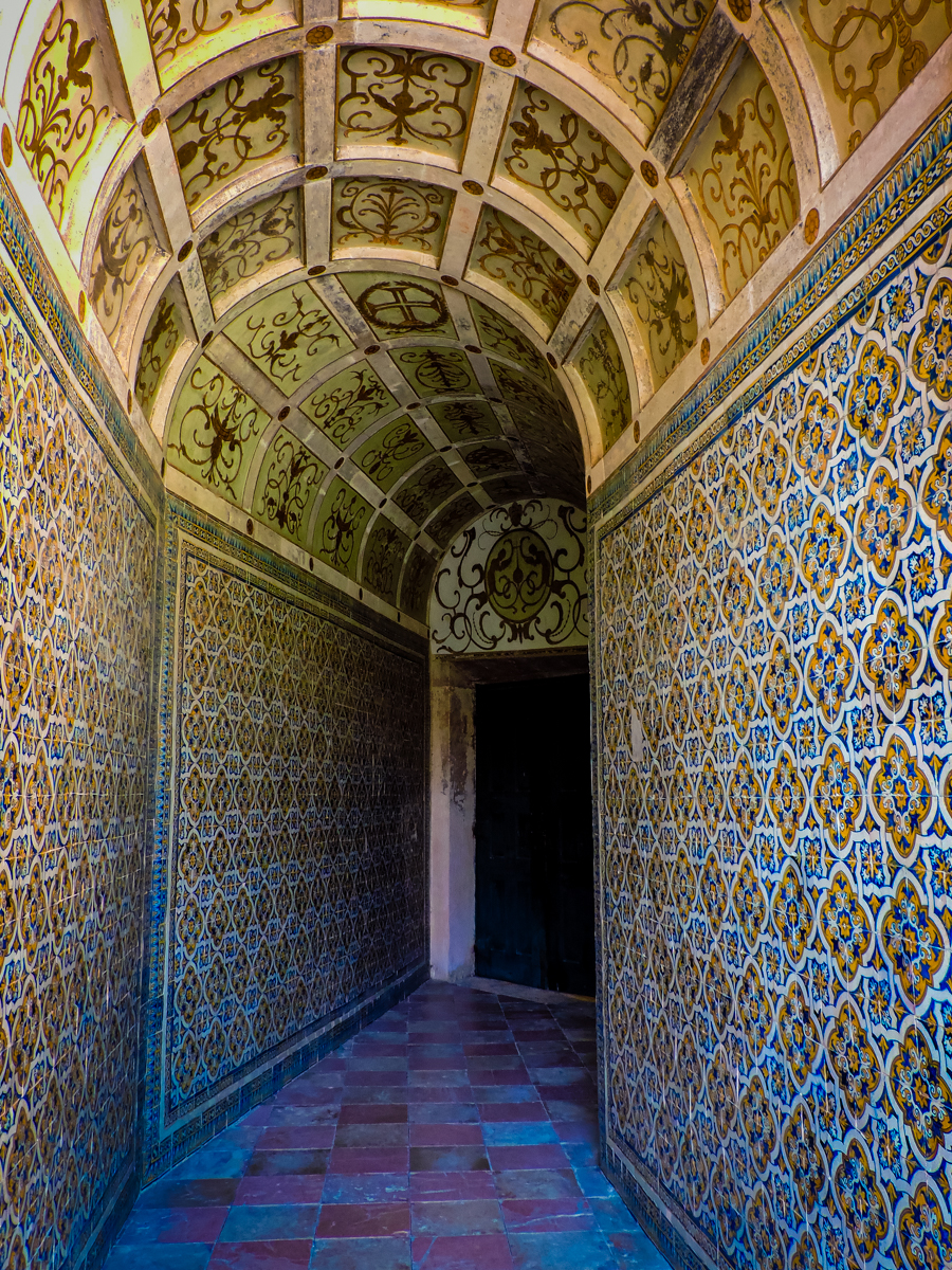 Intricate tiled hallway in Tomar Monastery