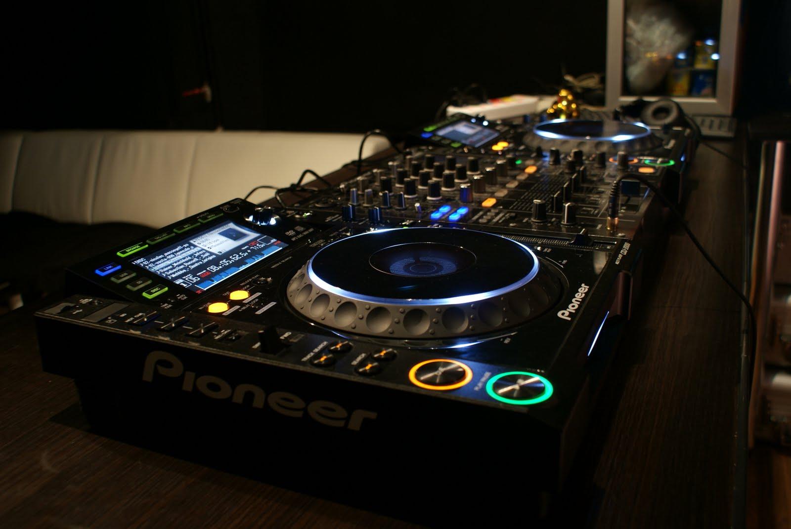 DJ Equipment For Beginners – 4 DJ Setups