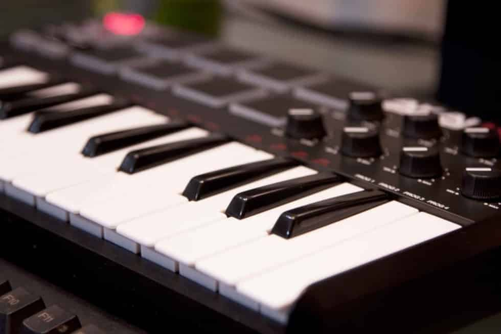 The Best Cheap MIDI Keyboard for Home Recording Studio in 2019