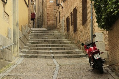 day-trip-toledo-medieval-streets