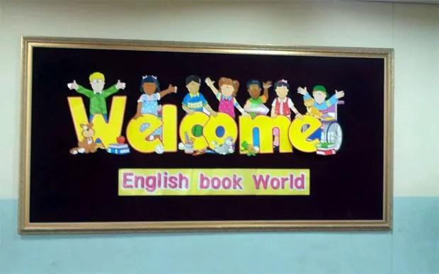↑韓国では小学校3年生から英語が必須科目で、定期考査もあります。現在では英語図書館を設けている学校も多く、校内の至る所でも英語のフレーズが書かれた掲示を多く目にします。