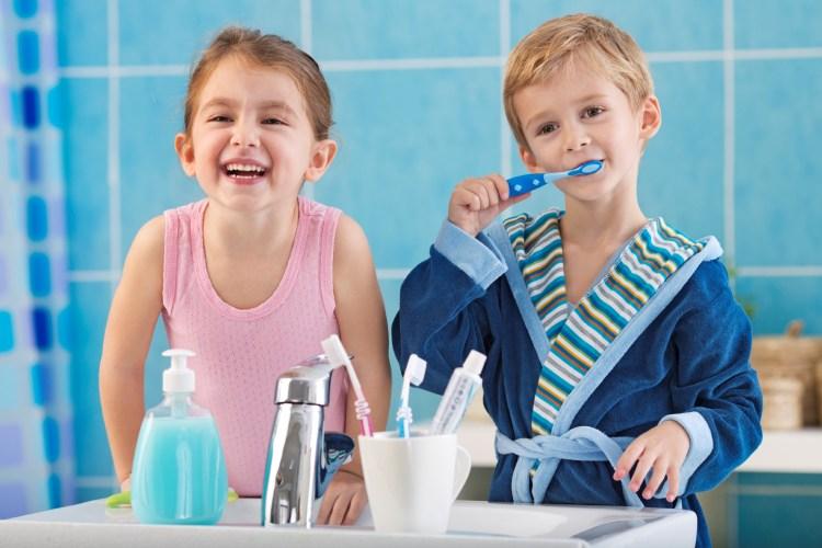 gigi anak sehat Tertelan Obat Kumur