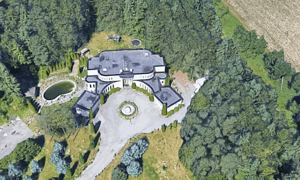 abandoned-drug-dealer-mansion.PNG