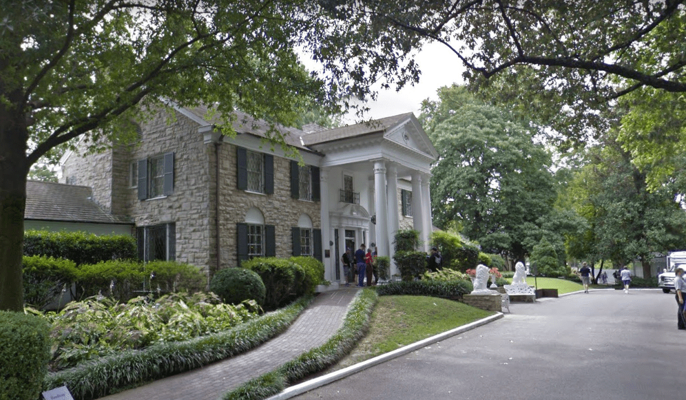 elvis-presleys-graceland-mansion-5.PNG