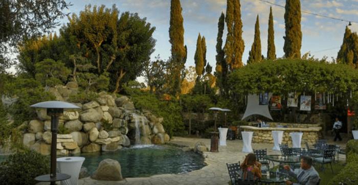 playboy-mansion-pool2.PNG