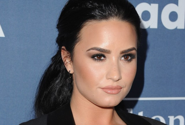 Demi Lovato Reportedly Went On Date With 'Bachelorette' Contestant & These Pics Prove He's Worth All The Dates
