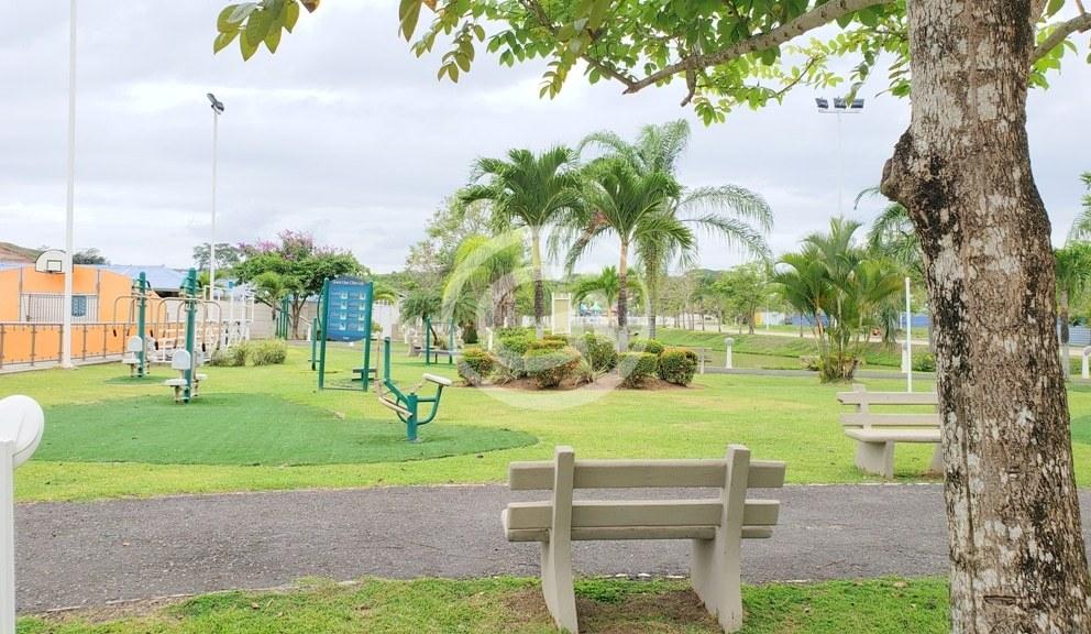 8. Parque comun - Playa dorada