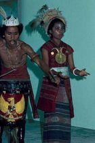 collectie_tropenmuseum_uitvoering_in_kota_ambon_taman_wisata_van_een_zuidoost-molukse_dans_tmnr_20018283