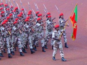 Female soldiers marching in Eritrea in 2006 (Temesgen Woldezion/Wikimedia Commons)