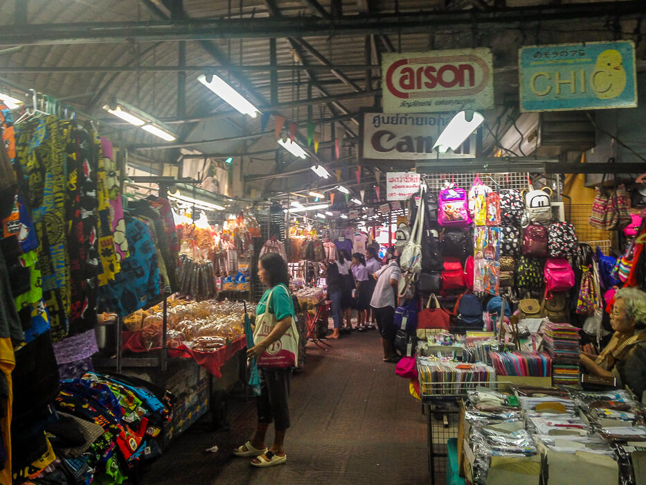 Go shopping at Nonthaburi Market, Bangkok