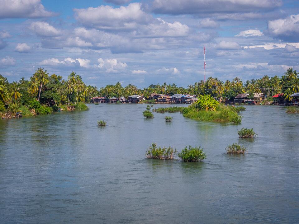 mekong river between don det and don kon lao