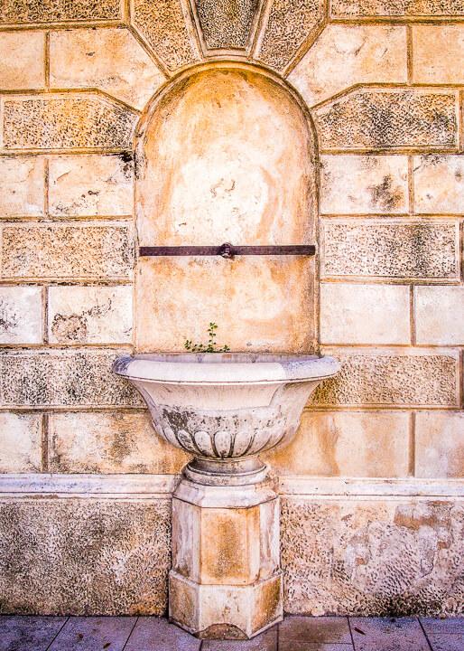 roman relics water fountain zadar croatia history