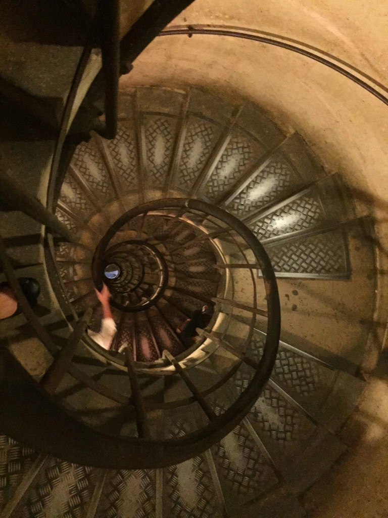 arcdetriomphe_stairs