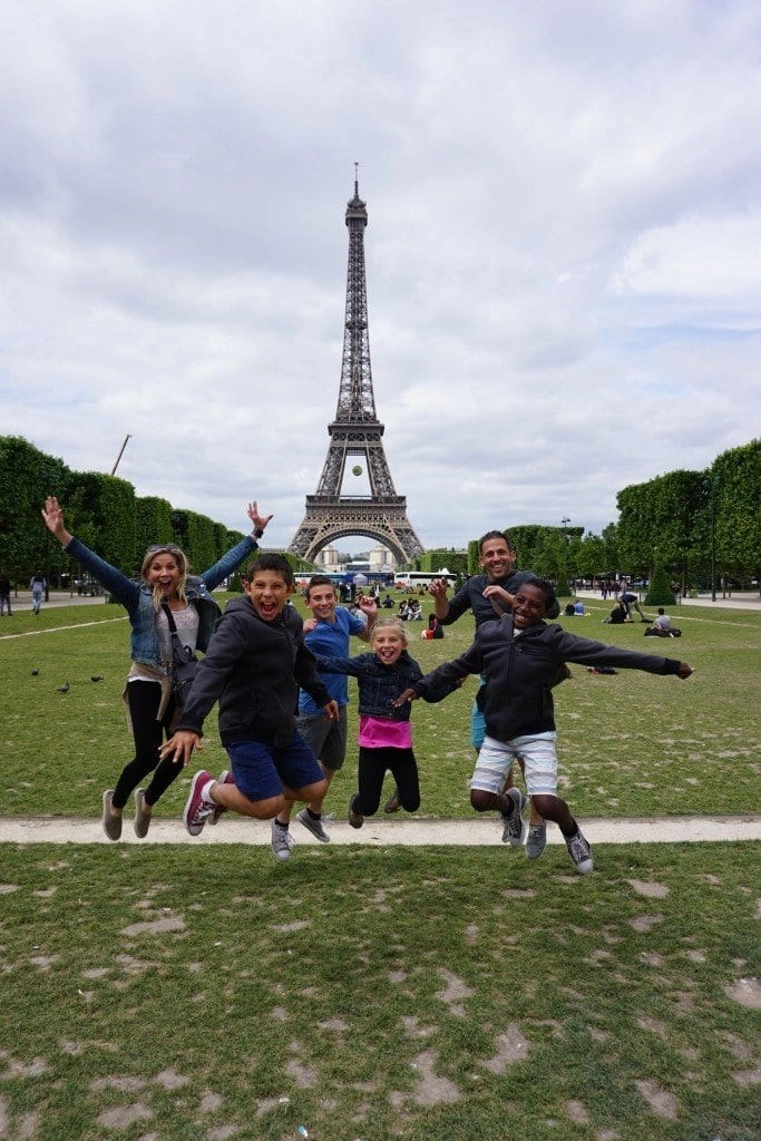 eiffel_tower_family_jumping_excited_paris_france
