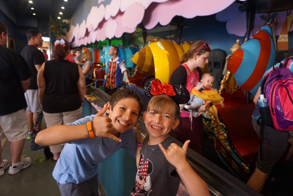 Disney Magic Bands - Riding Peter Pan at Disneyworld | Global Munchkins