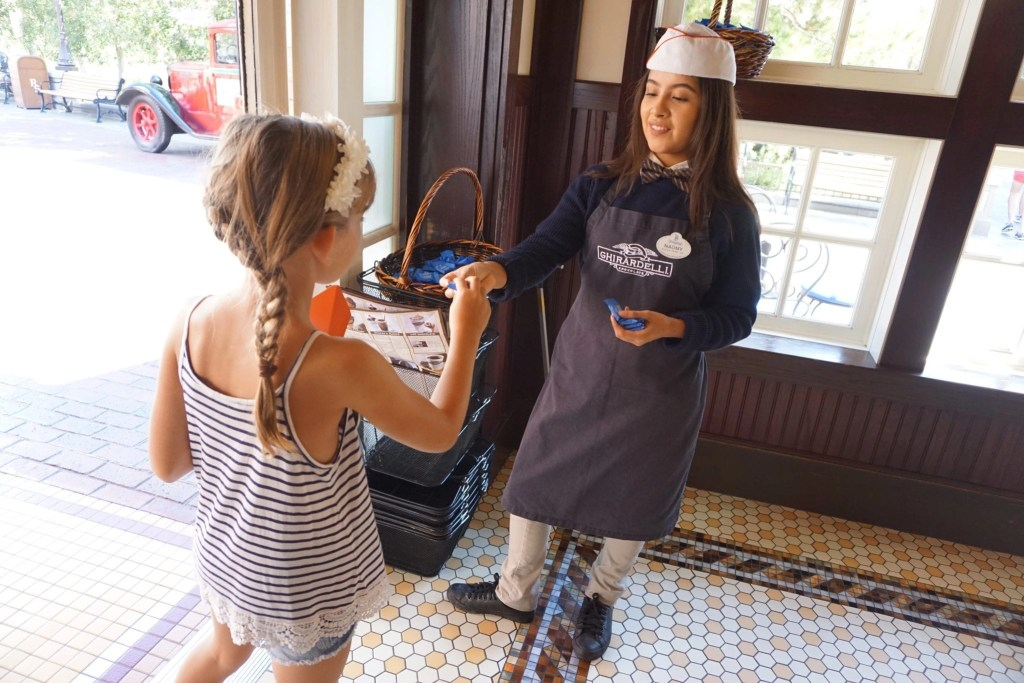 Make your kids day with a special Disneyland birthday visit | Global Munchkins