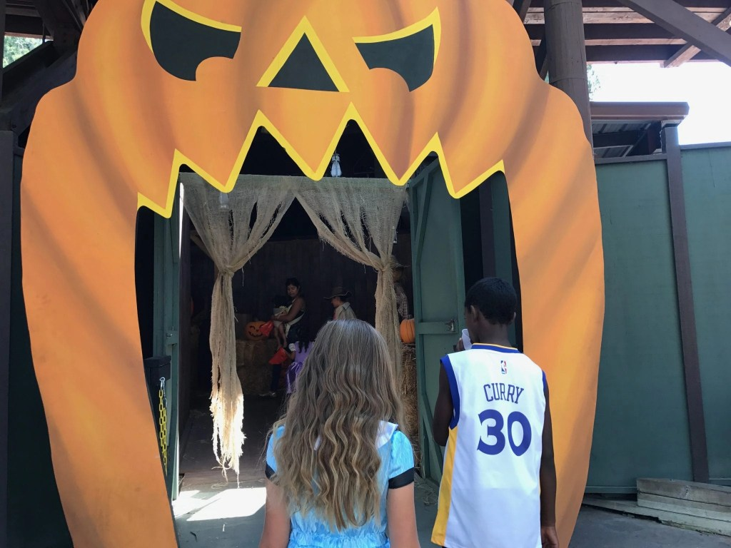 Knott's Spooky Farm- check out what Knott's has in store for 2016 | Global Munchkins