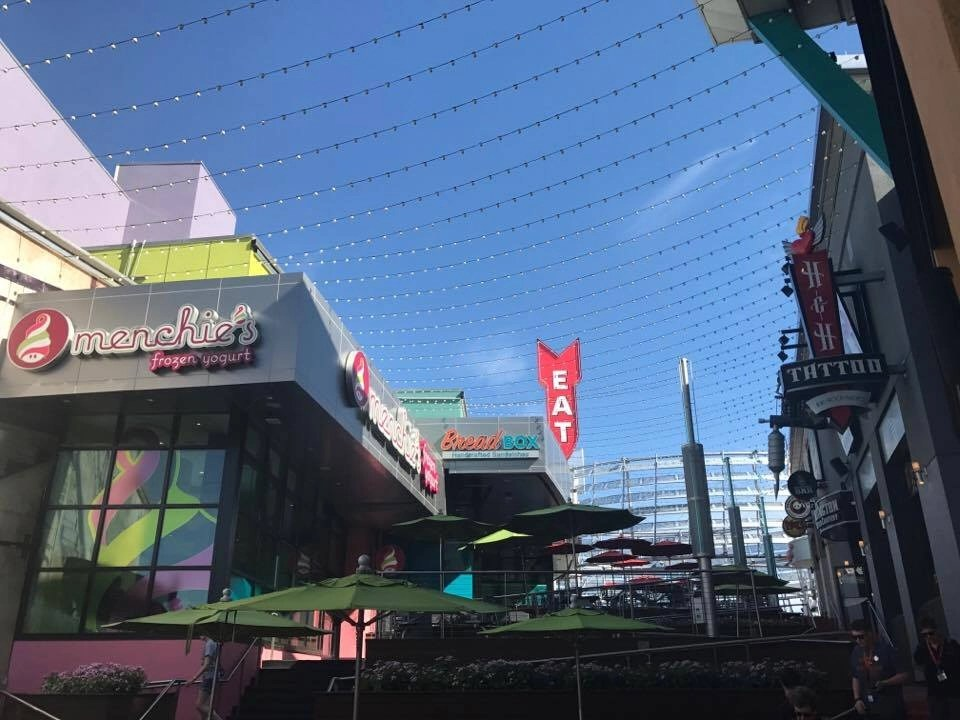 Tips to avoid the crowds at the Universal Resort in Orlando including heading to City Walk for lunch