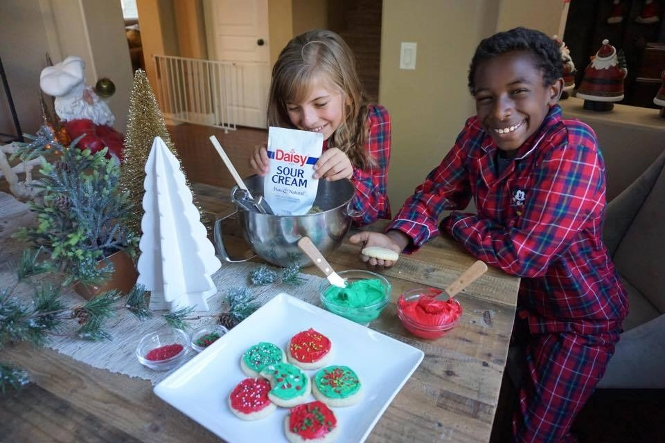 The BEST kid-friendly soft sugar cookie recipe. Bake with your kids this holiday season with this super easy soft sugar cookie recipe.