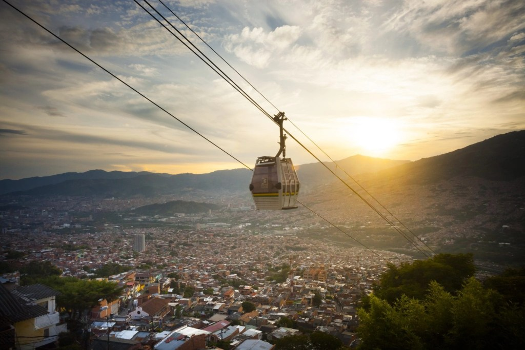 Amazing gondola transportation system