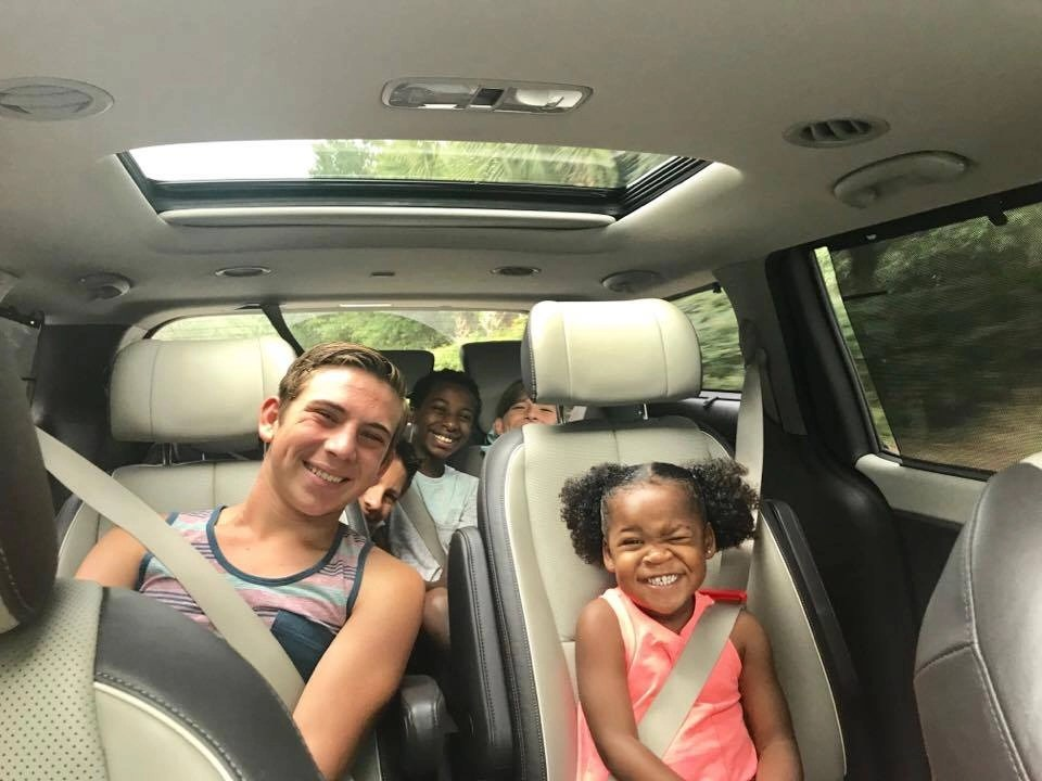 We love that the Kia Sedona 2017 second-row seats slide closer together. Perfect for road trips. See our road trip tips by clicking through to the post.